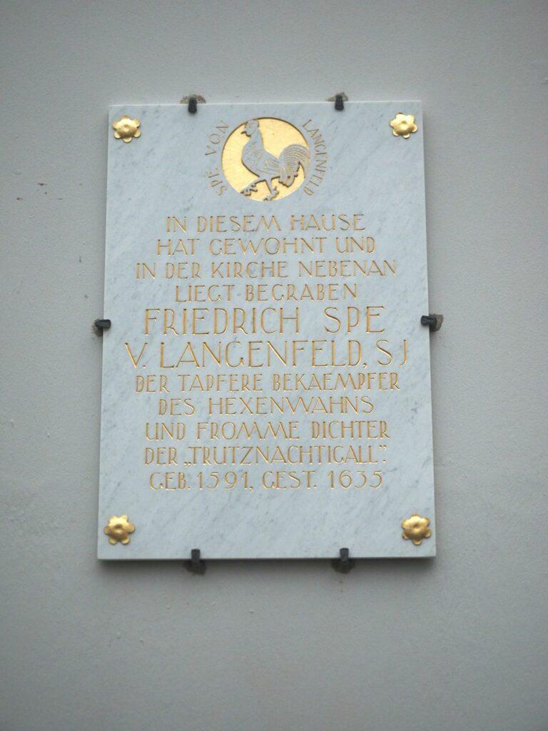 Am Grab von Friedrich Spe