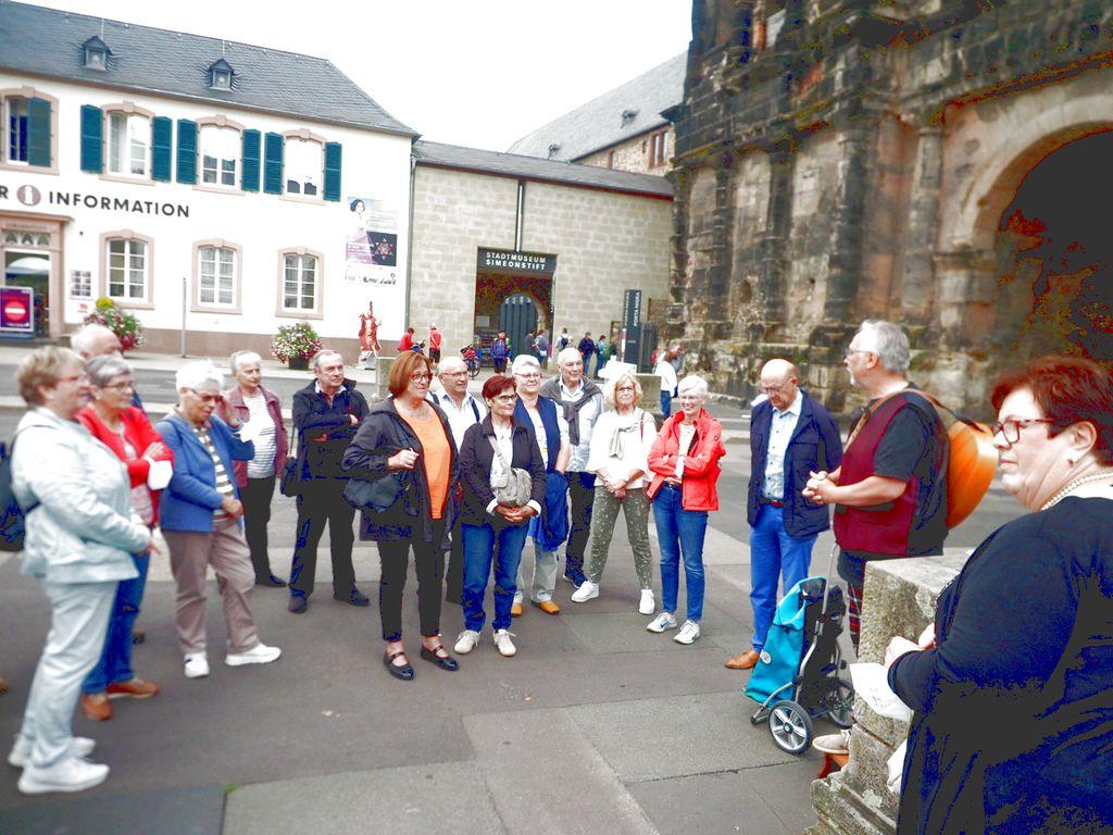 Gruppenbild vor der Porta